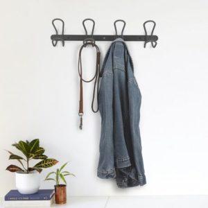 Méli-mélo sur vos portemanteaux: triez, rangez, organisez!